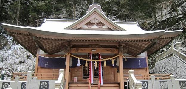 動物霊の憑依(犬、蛇、龍、狐の憑き物)のお祓い除霊は賢見神社へ