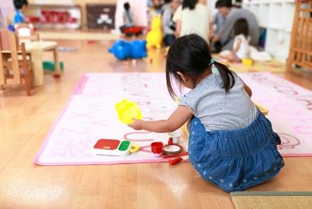 子供が霊と遊んでる、誰もいない所に話しかけるのは危険サイン