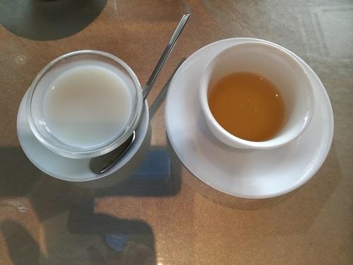 杏仁豆腐とプーアル茶
