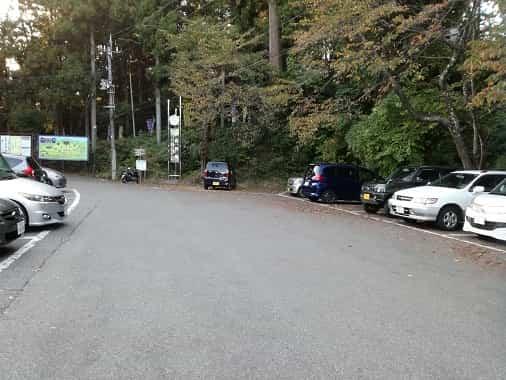 国上寺の駐車場