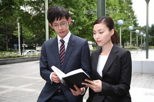 政治家を顧客に持つ占い師 | 霊視で日本の未来をアドバイス!?